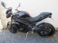 2011 Triumph 1050 Speed Triple. mint condition, many Extras