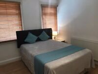 Luxury spacious room with large en-suite, mini kitchen & bills included