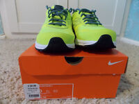 NIKE Air Relentless . BRAND NEW... IN BOX....Size 9