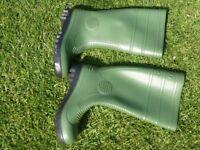 Unworn Green Wellington Boots Size 9 Made in UK Unused
