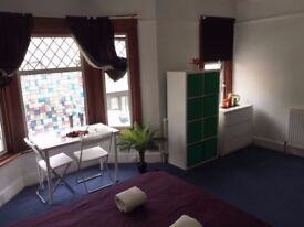 === Massive Double room available now in Willesden High road ===