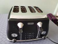 Delonghi CTOV4003.BK1 Vintage Icona 4 Slice Toaster, 1800 Watt - Matt Black