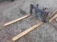 Tractor telehandler pellet forks and backplate