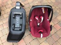 Maxi-Cosi Pebble Plus baby car seat with Isofix base