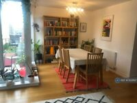 2 bedroom flat in Holden Avenue, London, N12 (2 bed) (#1222697)