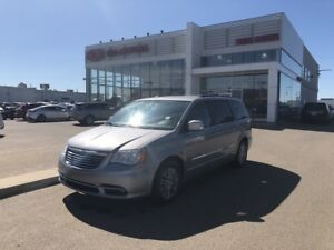 2013 Chrysler Town & Country Touring-L heated power seats, re...