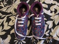 LADIES / GIRLS PURPLE PAISLEY PATTERNED HEELYS SKATER SHOES SIZE 6 AS NEW CONDITION