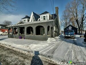 210 000$ - Maison 2 étages à vendre à Cowansville