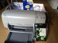 HP Deskjet 930c printer with leads and manual .