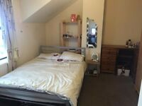 Double room to rent in Chlorine Gardens