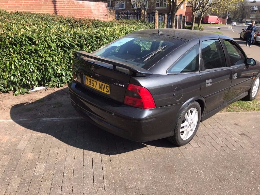 Y Registration 2001 Vauxhall Vectra for sale.