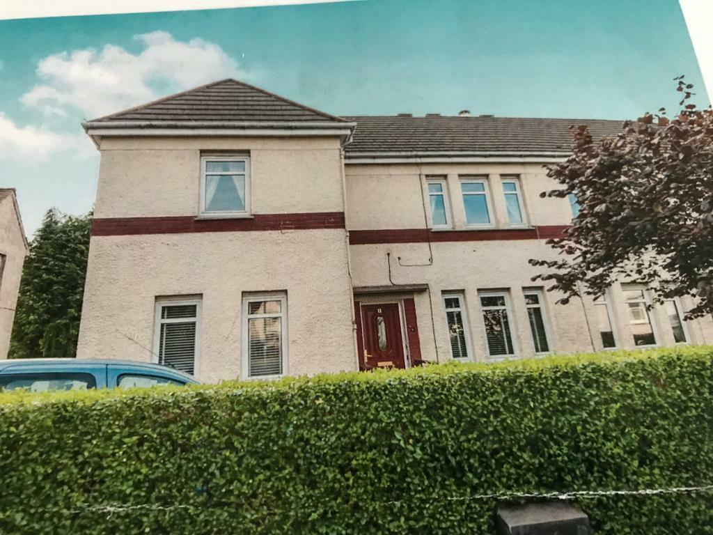 2 Bed Upper Cottage Flat - Unfurnished - Birch Avenue Busby - Avail Beginning of May