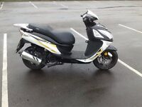 2015 sinnis shuttle 125cc scooter moped 125 , low miles good clean condition
