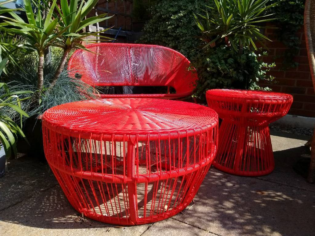 Red garden balcony furniture set bench seat table side table victoria