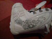 Girls Snowboard boots EU33 US2.5