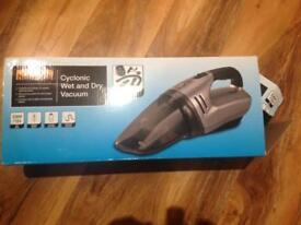 Halfords car vacuum cleaner