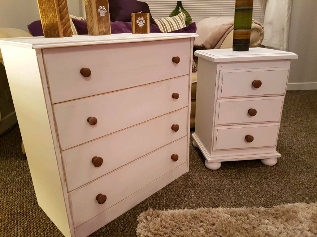 SHABBY CHIC BEDROOM SET OF PINE DRAWERS