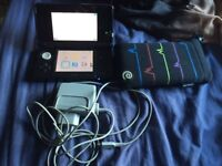 Nintendo 3DS + SD Card + 16GB MicroCard + Charging Cable + Case