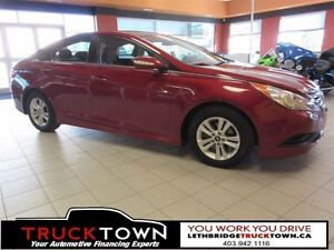 2014 Hyundai Sonata 5 LITERS/ 100 KMS AND LOOK GREAT DOING IT!!