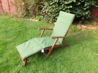 Solid wood garden lounger with cushion