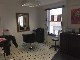 Salon/Studio to sublet