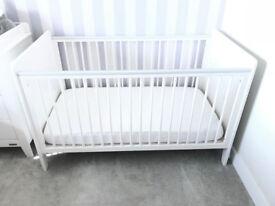 Mama & Papa's Cotbed / Junior bed