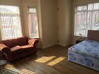 Bed rooms available, Bills included, 2 bathrooms, close to hospital, uni, city transport, Oxford Rd