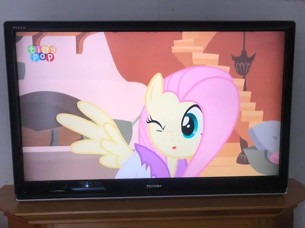 """42"""" lcd Full hd Toshiba tv with a brand new wall bracket hd freeview hdmi's  Remote 