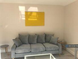 2 bedroom flat in Delaford Street, London, SW6 (2 bed) (#1087789)