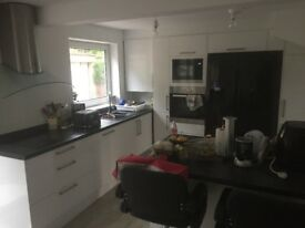 Large room to rent in house share