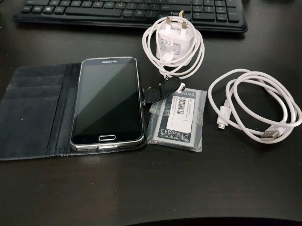 Samsung Galaxy S5 16gb Unlocked + Loads of accessories