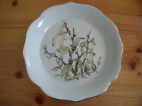 Royal Winton Pottery white with catkins/pussy willow design ironstone plate/dish. £8 ovno. Can post