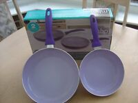 Colour changing frying pan set in colour purple