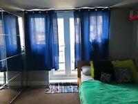 Large double room with a balcony available immediately !