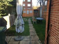 Double room with ensuite, town centre close to station and university.
