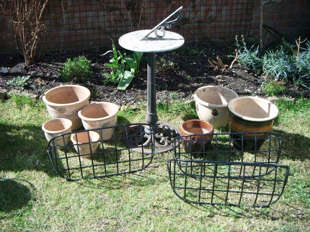 Sundial garden ornament - X11 Garden Ornaments Glazed Pots Metal Sundial Wall Basket