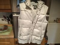 G STAR RAW WHISTLER hooded vest size M. Very pale grey. Removable hood. Zips and studs. Very cosy.