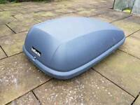 Car roof box