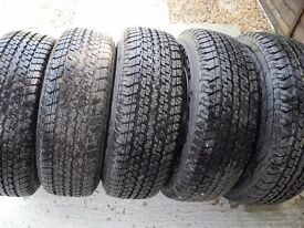 5 WHEELS AND TYRES OFF A LAND ROVER DISCOVERY