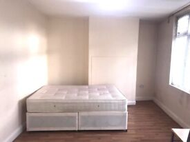 Big size double room to rent.MAIN Greenford Broadway. £600 / month. All bills Included. Shops nearby
