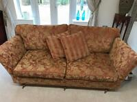 NEW PRICE. 3 Seater settee MUST SELL THIS WEEKEND