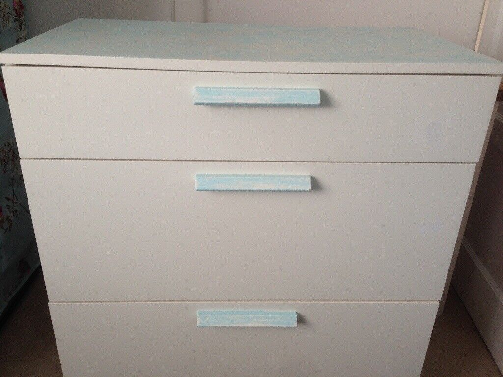 White chest of drawers for free