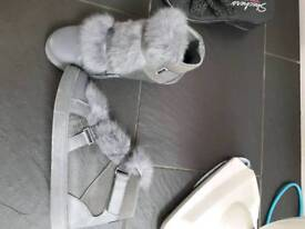 Size 6 boots with fur