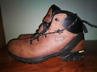 nearly new Trespass hiking boots size 44