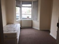 double room with #garden #living room 10 mins away from barking station #Ig11 7RP