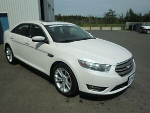 2013 Ford Taurus SEL-AWD- 24000 KMS + 4 WINTER TIRES