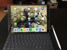 """Ipad Pro 10.5"""" 512GB model with Smartkeyboard and Apple Pencil WiFi"""