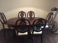 Beautiful extendable table and 6 chairs