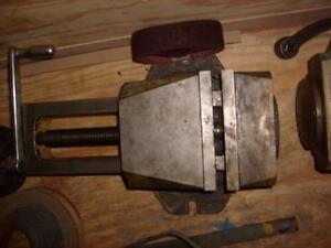 8 wide heavy duty swivel machine vise,