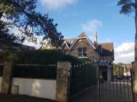 Charming fully furnished 2 bed garden apartment in gated grounds